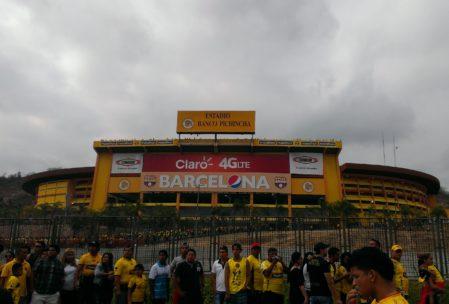 So sieht das Stadion von aussen aus ...